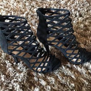 Black heels opened toed